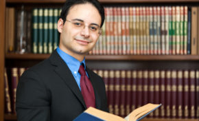 6 Top Reasons for Considering Career as a Lawyer